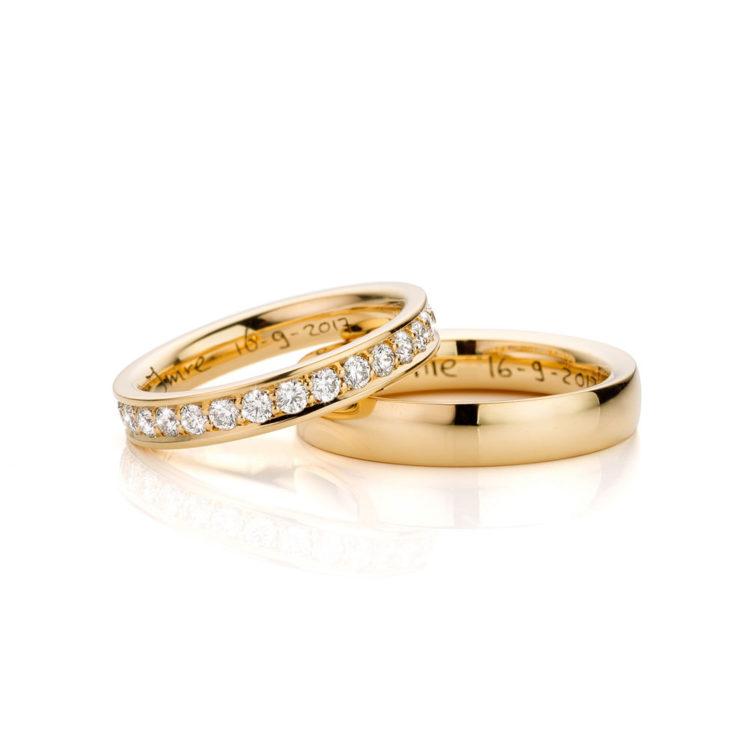 Trouwringen gemaakt van 18 karaat geelgoud en briljant geslepen diamant Hester Vonk Noordegraaf