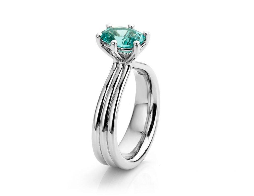 Ring gemaakt van platina met blauwe tourmalijn uit de serie Love for Details van Hester Vonk Noordegraaf