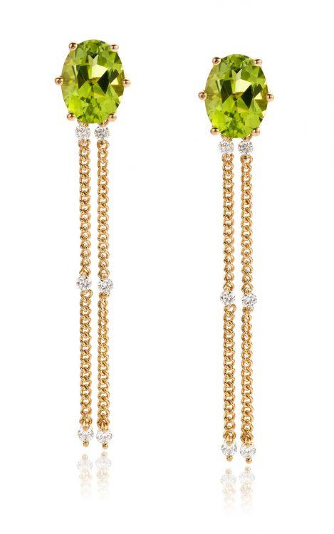 Oorbellen uitgevoerd in 18 karaat geelgoud met peridot en diamant uit de collectie Sense of Expression van Hester Vonk Noordegraaf