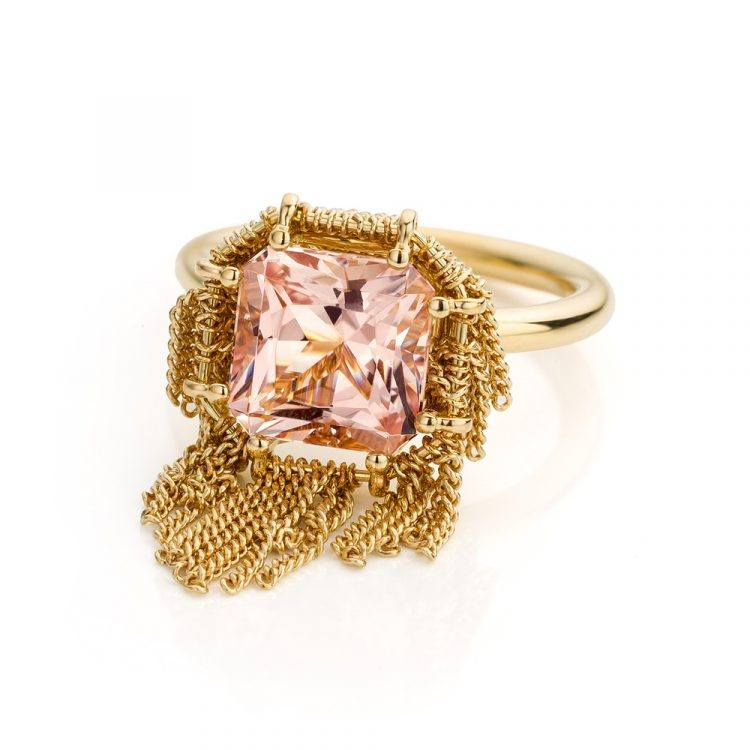 18 karaat geelgouden ring met morganiet uit de Sense of Expression collectie van Hester Vonk Noordegraaf