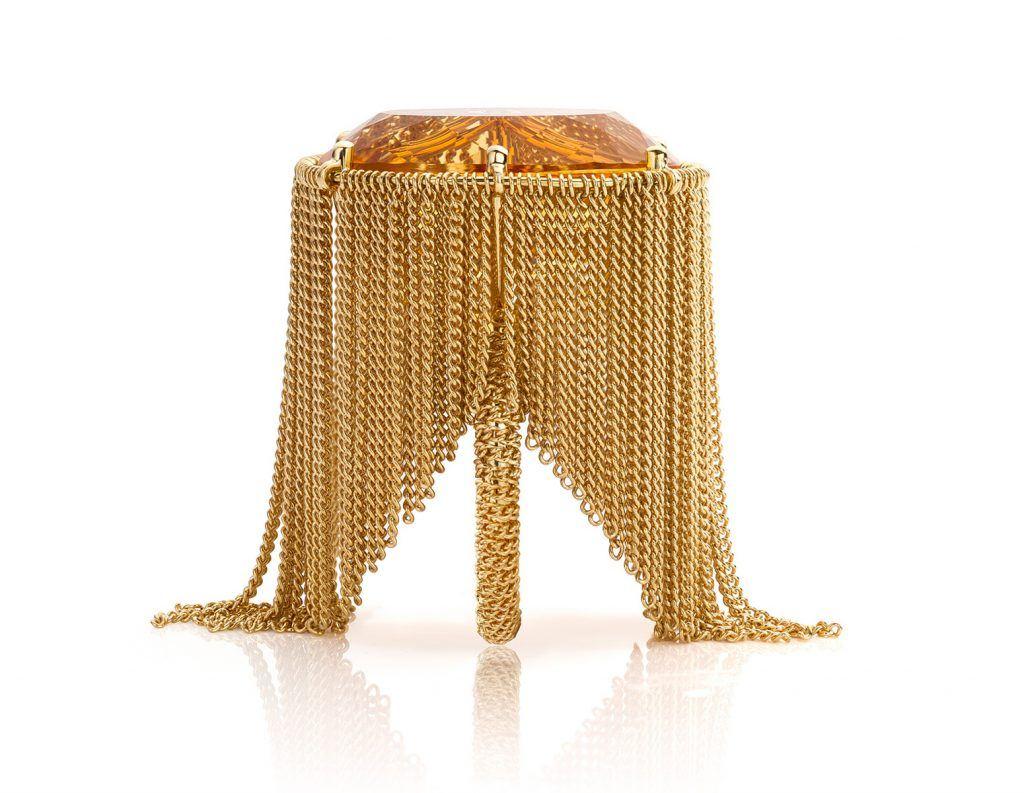 Ring gemaakt van 18 karaat geelgoud met citrien en akoya parels uit de serie Sense of Expression van Hester Vonk Noordegraaf