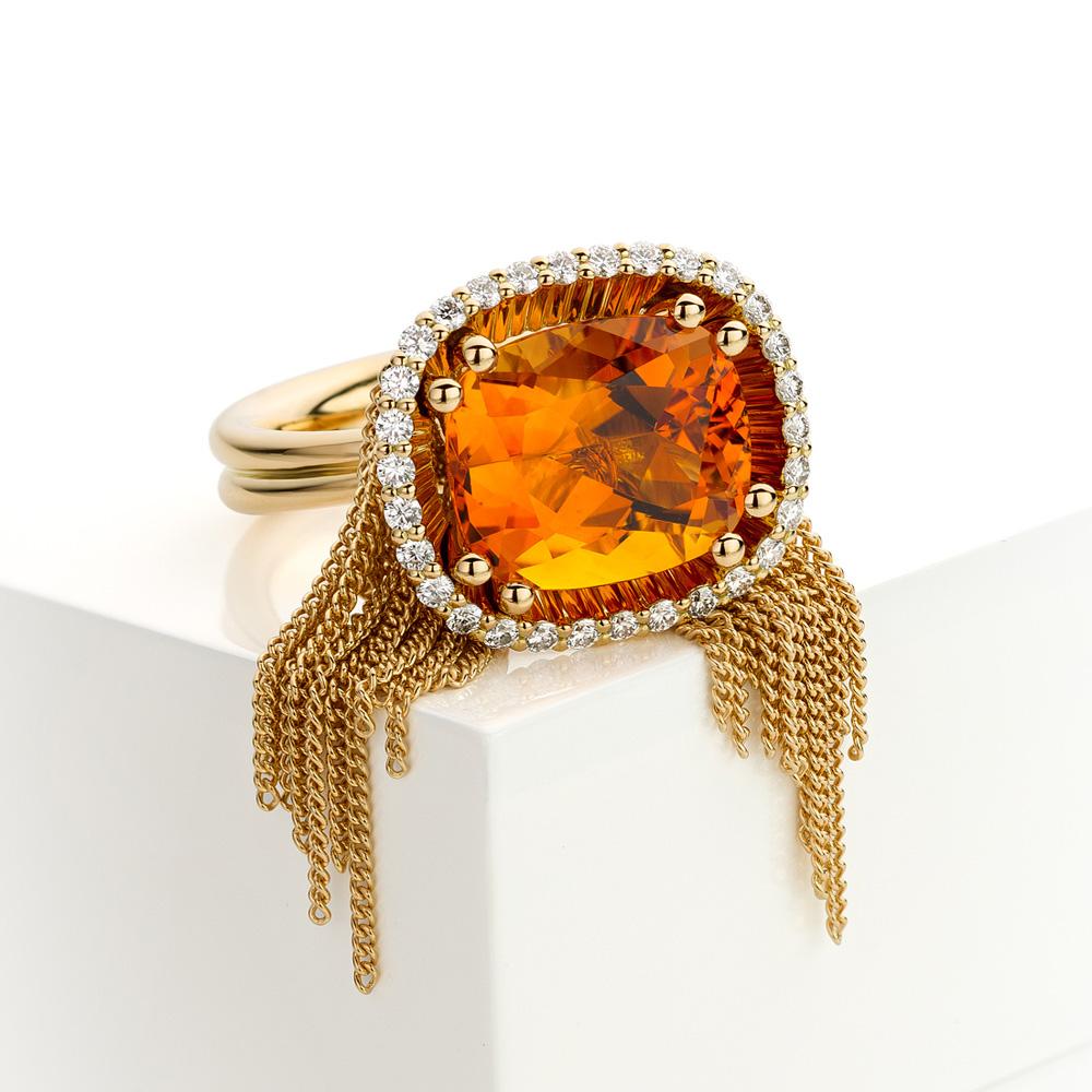 Ring met citrien en diamant gemaakt van 18 karaat geelgoud de serie Sense of Expression van Hester Vonk Noordegraaf