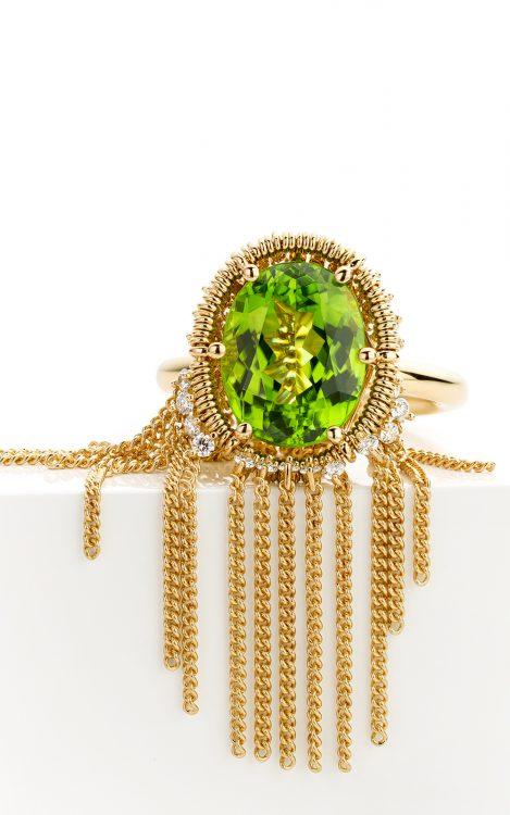 18 karaat geelgouden ring met peridot en diamant uit de Sense of Expression collectie van Hester Vonk Noordegraaf