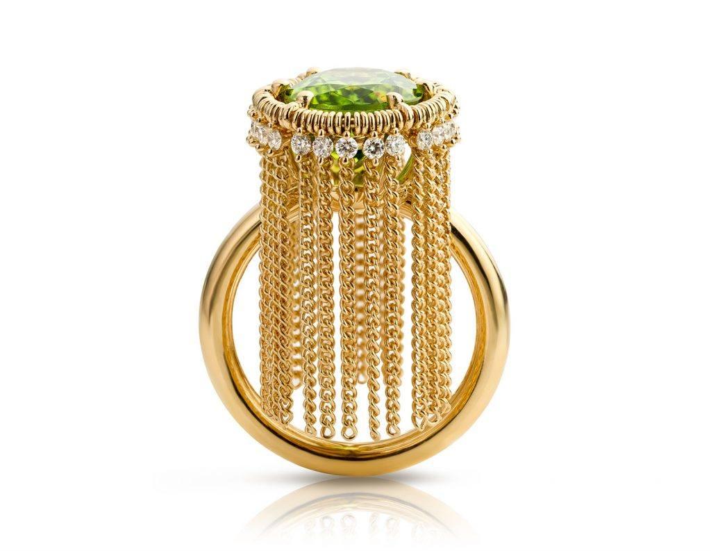 Ring gemaakt van 18 karaat geelgoud met peridot en diamant uit de serie Sense of Expression van Hester Vonk Noordegraaf
