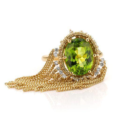 Ring met peridot en diamant van 18 karaat geelgoud uit de Sense of Expression collectie van Hester Vonk Noordegraaf