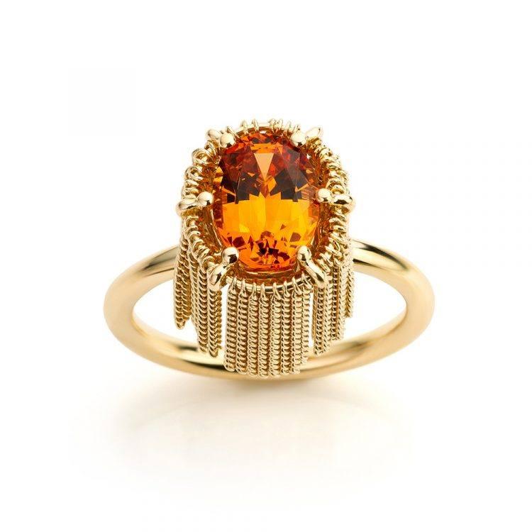 18 karaat geelgouden ring met mandarijn granaat uit de Sense of Expression collectie van Hester Vonk Noordegraaf