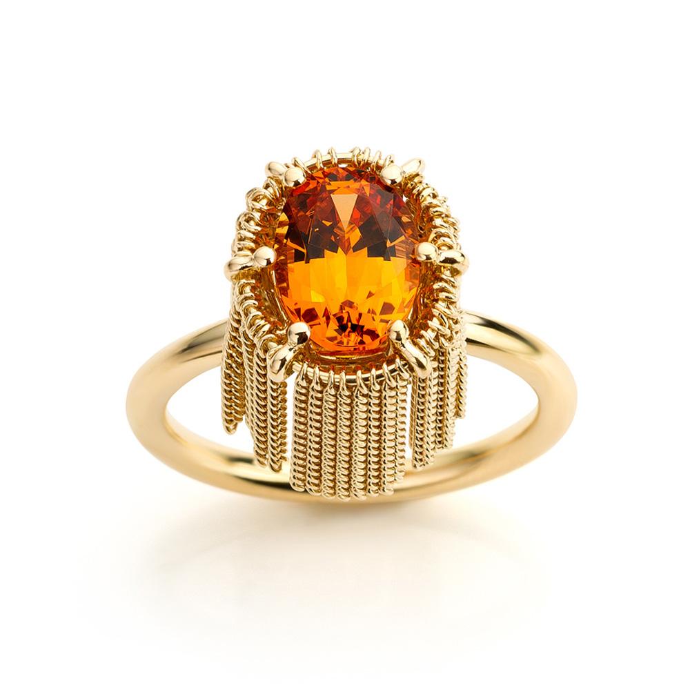 Ring met mandarijn granaat gemaakt van 18 karaat uit de serie Sense of Expression van Hester Vonk Noordegraaf