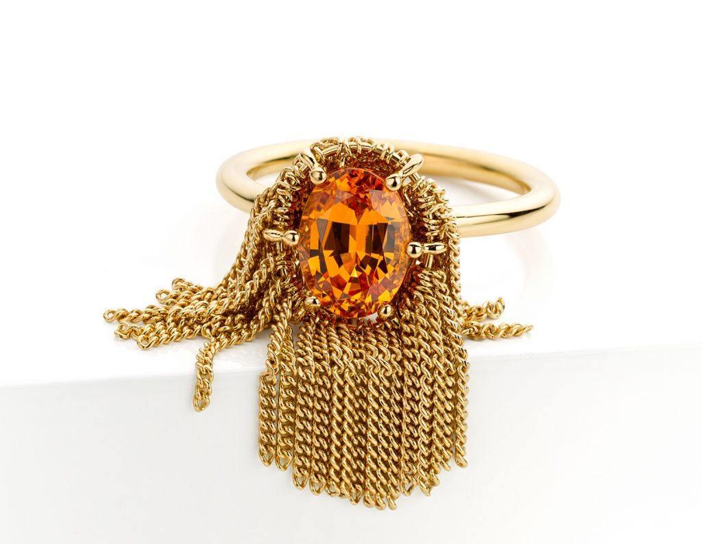 Ring uitgevoerd in 18 karaat geelgoud met mandarijn granaat uit de collectie Sense of Expression van Hester Vonk Noordegraaf