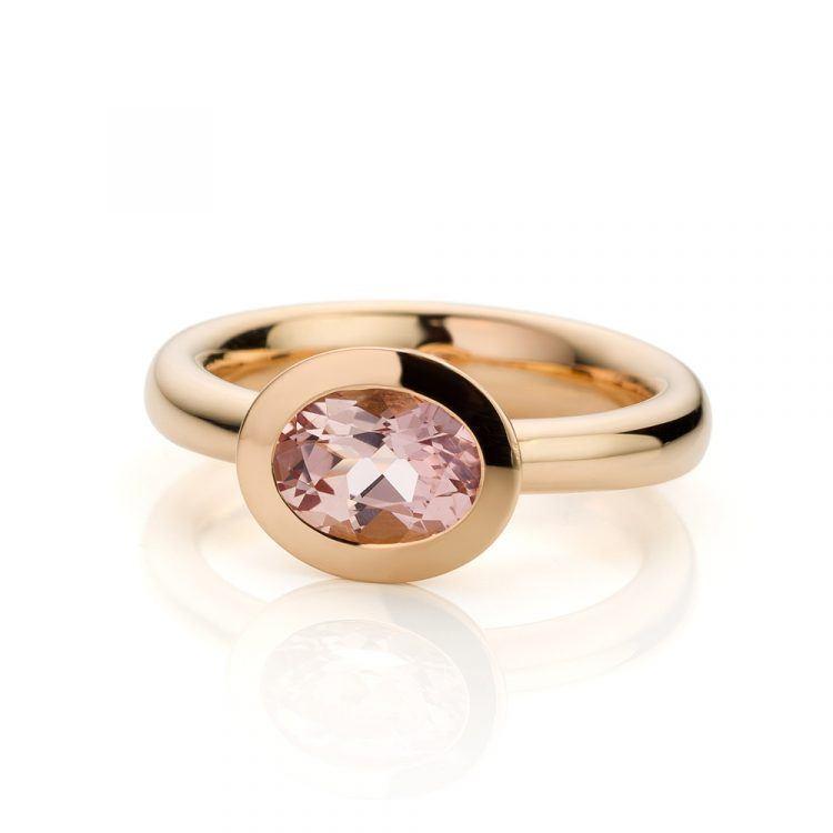 18 karaat roségouden ring met morganiet uit de Soft Elegance collectie van Hester Vonk Noordegraaf