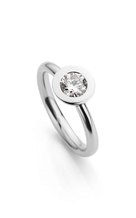 Ring uitgevoerd in platina met diamant uit de collectie Soft Elegance van Hester Vonk Noordegraaf