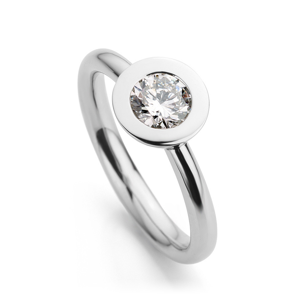 Ring gemaakt van platina met diamant uit de serie Soft Elegance van Hester Vonk Noordegraaf