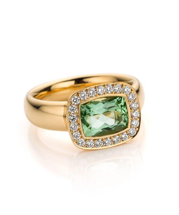 Ring uitgevoerd in 18 karaat roségoud met groene beryll en diamanten uit de collectie Soft Elegance van Hester Vonk Noordegraaf