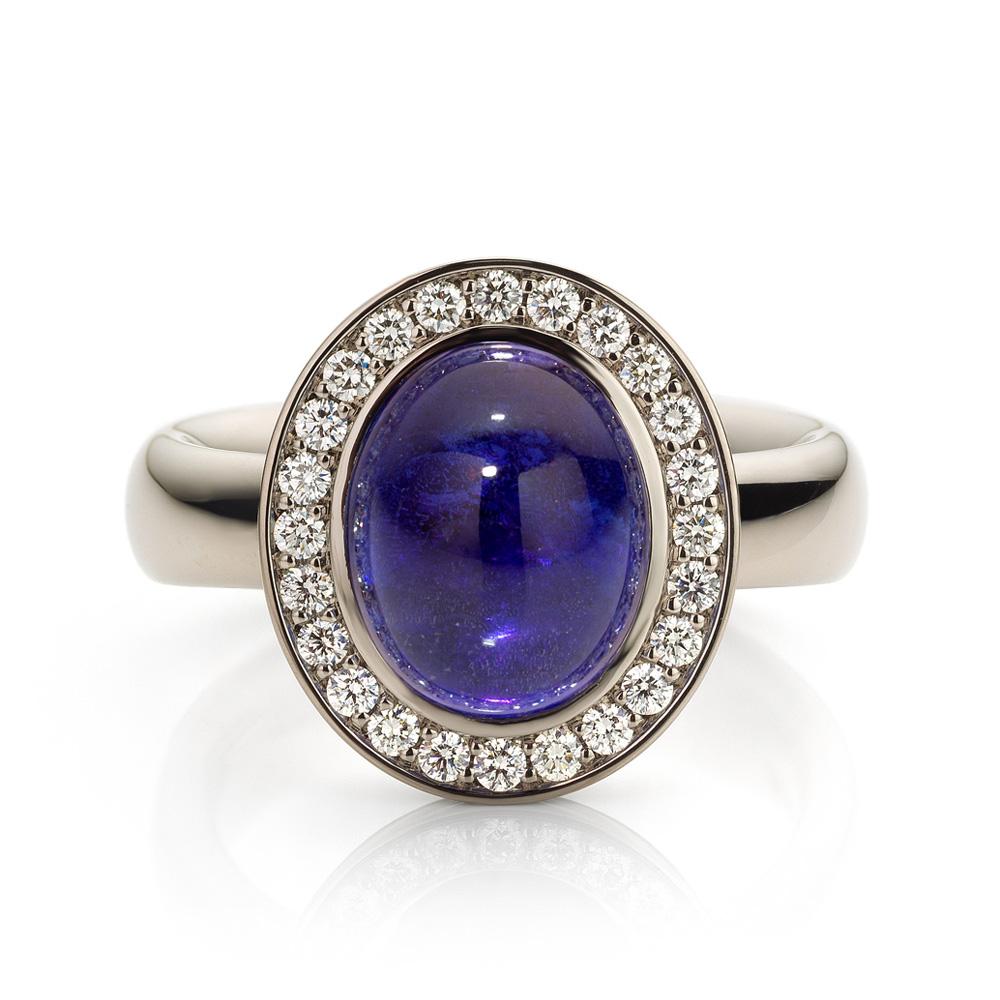 Ring met tanzaniet en diamant gemaakt van 18 karaat witgoud uit de serie Soft Elegance van Hester Vonk Noordegraaf
