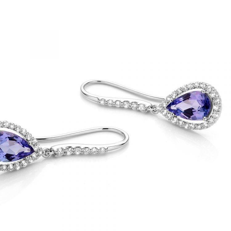 Platina oorbellen met tanzaniet en diamanten uit de collectie Unexpected Sparkle van Hester Vonk Noordegraaf