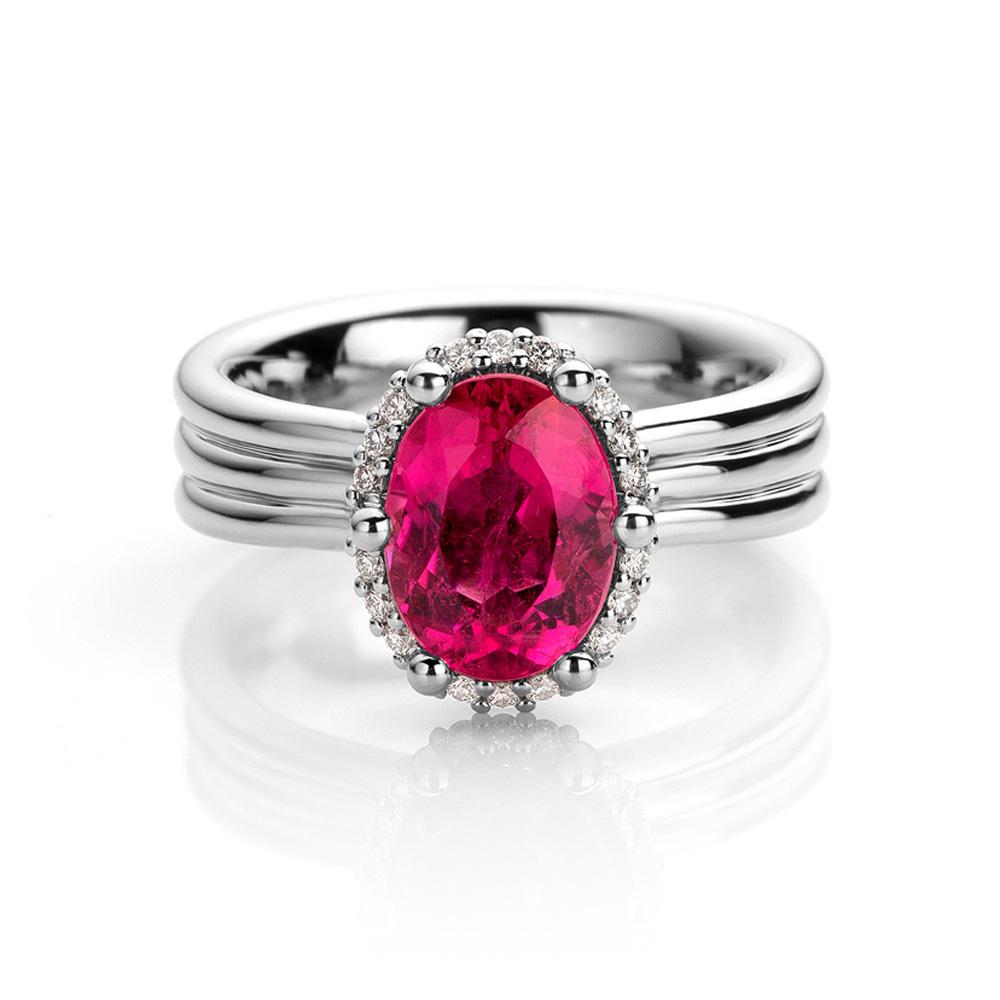 Ring uitgevoerd in platina met rubelliet en diamant uit de collectie Unexpected Sparkle van Hester Vonk Noordegraaf