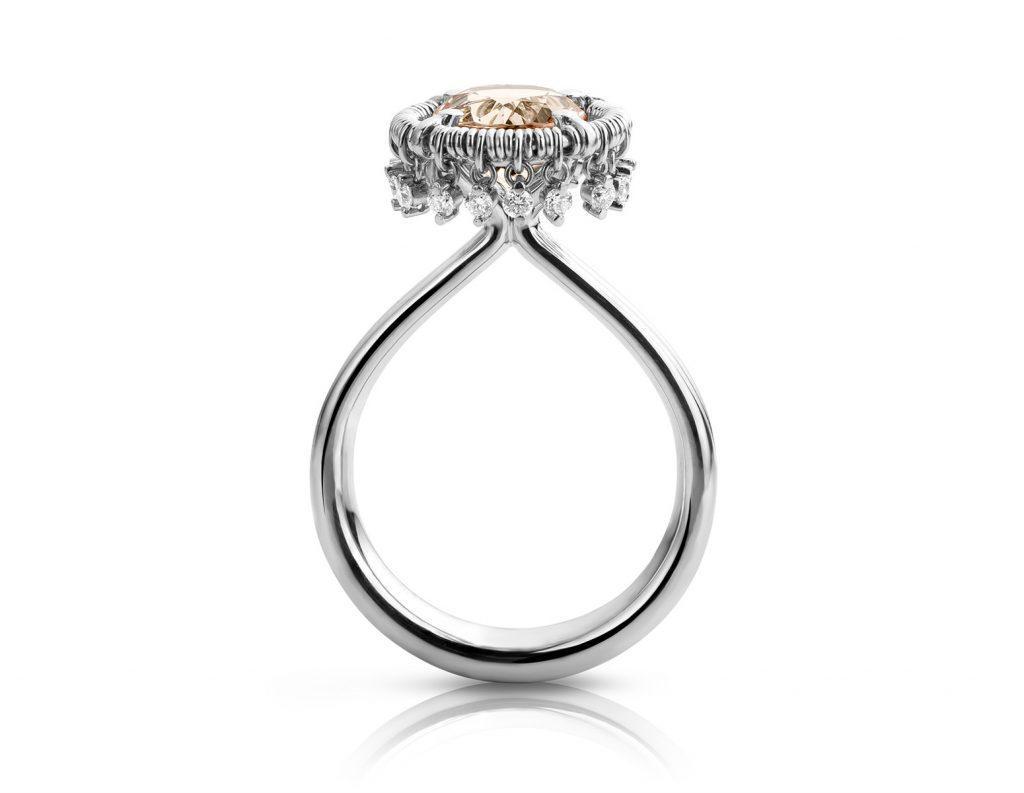 Platina ring met morganiet en diamanten uit de Unexpected Sparkle collectie van Hester Vonk Noordegraaf