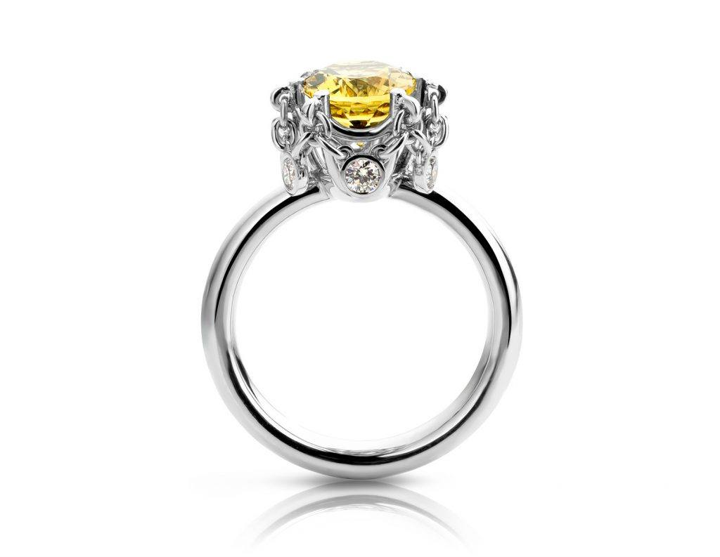 Ring uitgevoerd in platina met goudberyl en diamant uit de collectie Unexpected Sparkle van Hester Vonk Noordegraaf