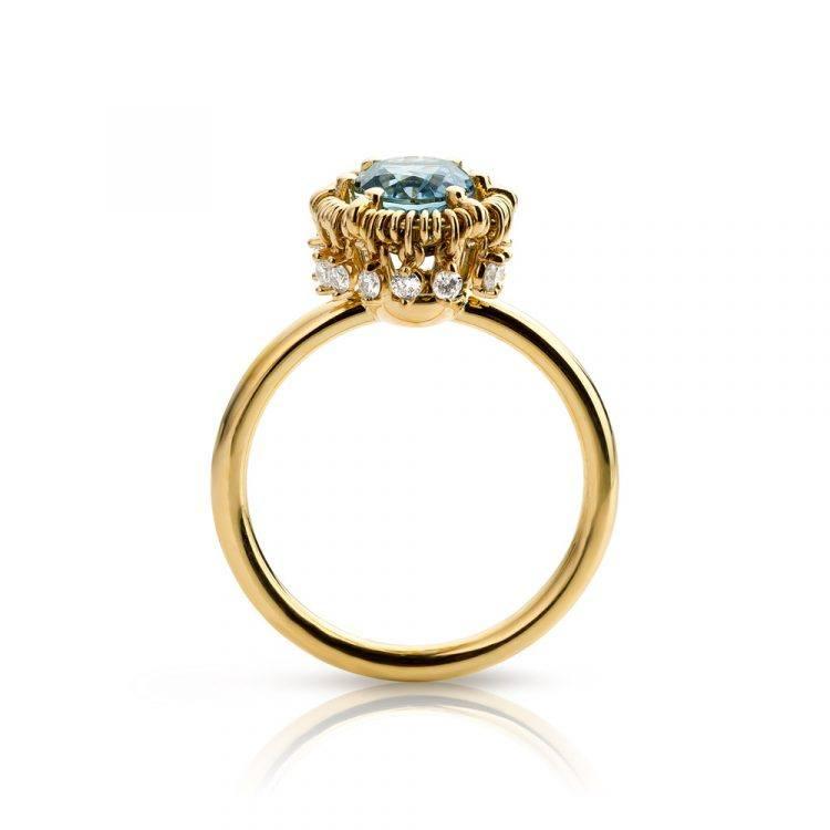 18 karaat geelgouden ring met aquamarijn en diamanten uit de Unexpected Sparkle collectie van Hester Vonk Noordegraaf